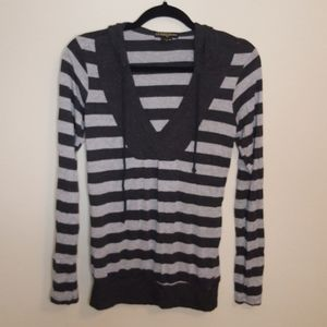 GUESS Long Sleeve V-Neck Striped Gray Top, Small